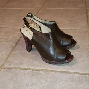 Naturalizer Dk Brown heels